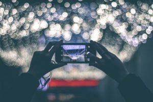 Snapshot mit Smartphone Richtung Lichter