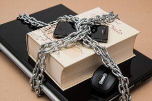 Datenschutz Kette um Laptop